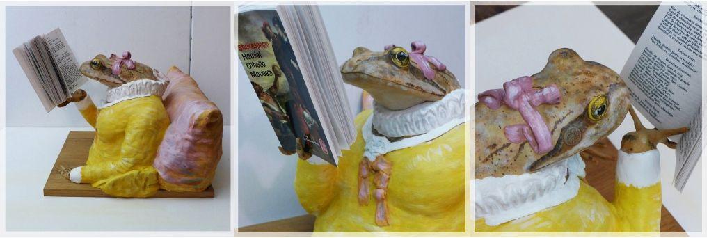 Une Grenouille rousse lisant Macbeth de Shakespeare, d'après la Liseuse de Fragonard, vers 1770. A common frog is reading Macbeth, according to La Liseuse by Fragonard, around 1770.Sculpture, éric